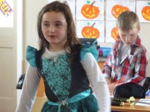 16 halloween costumes (12)